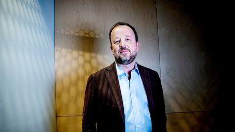 Frithjof Jacobsen gleder seg til å bli politisk redaktør i Dagens Næringsliv. Han har tidligere mottatt Riksmålsforbundets Gullpenn for sitt gode språk og er også blitt kåret til Årets meningsbærer av Oslo redaktørforening.