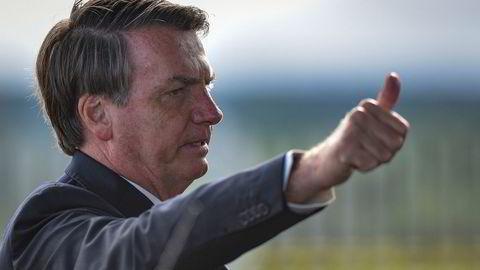 Brasils president Jair Bolsonaro mener at landet ikke kan la seg stoppe opp på grunn av koronapandemien.