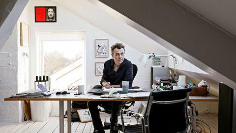 Programleder og tegner Fredrik Skavlan, her i kontoret i loftsstuen på Vinderen.