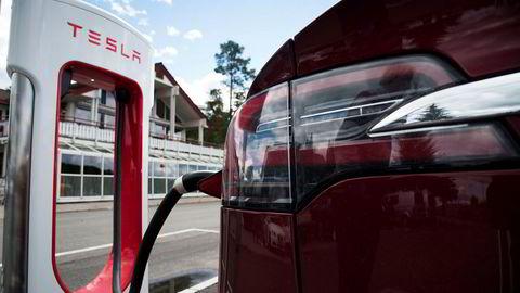 Økonomiske virkemidler blir ineffektive hvis bilkjøperen regner med at politikken vil bli revidert ved neste valg, skriver Lars H. Sendstad i innlegget.