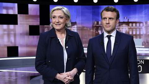 Overraksende mange franskmenn vil droppe å stemme i siste runde i presidentvalget. Bildet viser kandidatene Emmanuel Macron og Marine Le Pen som stiller opp foran kameraene før tv-debatten onsdag.