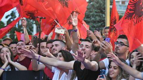 Tilhengere av det regjerende sosialistpartiet (PS) jubler her ved en tilstelning onsdagen før valget, som holdes søndag.