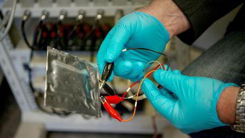 På et laboratorium på Sintef utvikles det her ny batteriteknologi til bruk i biler.