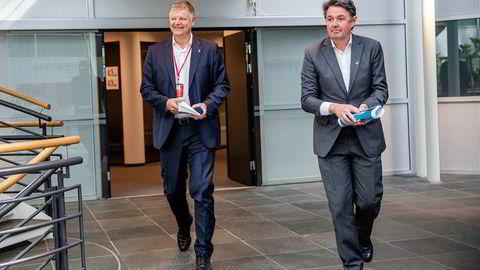 Norwegian-sjef Jacob Schram (til venstre) hadde en redningsplan klar mandag, etter en dramatisk helg. Han roser innsatsen til finansdirektør Geir Karlsen opp i skyene.