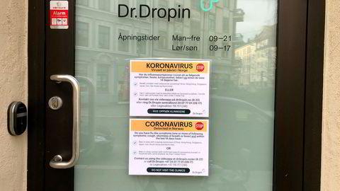 Dr. Dropin advarer sine kunder mot å komme inn i sine legekontorer hvis de tror de har koronasmitte. Kjeden har fått mer enn en dobling i henvendelser på video og telefon.