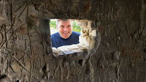 Klaus Peter Keller i sin nyanskaffet plott i vinmarken Kirchspiel som kalles liebesnest. Oppkalt etter den lille bunkeren der, fylt av inngraverte kjærlighetserklæringer.