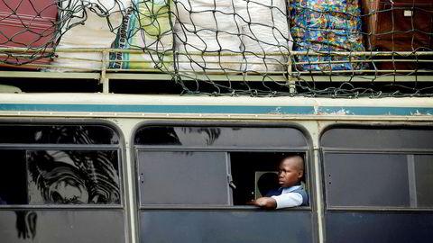 Den nåværende overklassen i landet kan bare holde seg ved makten i et underutviklet Zimbabwe, skriver Kalle Moene, som ser små fremskritt i landet etter Mugabes fall.