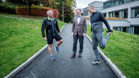 Odd Arild Grefstad, konsernsjef Storebrand (fra venstre), og Bjarke Thorøe, administrerende direktør i Storebrand Helseforsikring vil tilby bedriftskunder rabatt på helseforsikring dersom de ansatte senker sin biologiske alder. Tore Bjelland, administrerende direktør i Oracle Norge er pilotkunde.