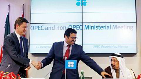 Den tyske banken Commerzbank tror Opec vil miste disiplinen og produsere mer olje enn de har varslet. Fra venstre: Russlands energiminister Alexaner Novak, Qatars energiministerMohammed bin Saleh al-Sada og Saudi-Arabias energiminister Khalid al-Falih.