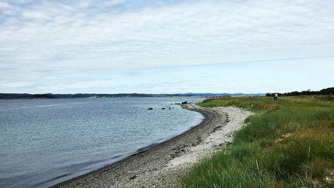 Sivilombudsmannen skal undersøke dispensasjonspraksisen for bygging i strandsonen i Mandal og Kragerød. Bilde fra Jomfruland i Kragerød.