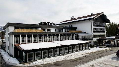 Jo, det begynner å bli lite snø nede i dalen nå, men det er fortsatt supre skiforhold for alpint og kort vei inn til vidda, sier Rolf Ingar Rotegård, salgssjef på Bardøla Høyfjellshotell på Geilo.