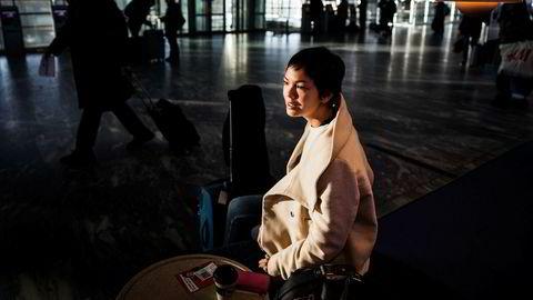 Martha Grønning jobber i Norges forskningsråd og satt tirsdag formiddag i avgangshallen på Gardermoen.
