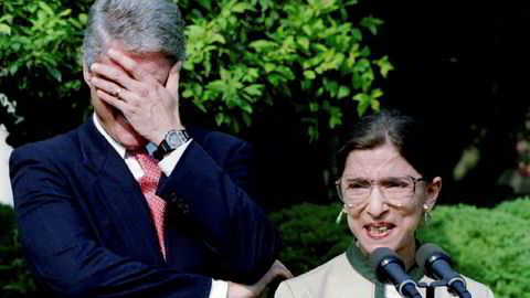 Som andre kvinne i amerikansk historie, ble Ruth Bader Ginsburg utpekt til høyesterettsdommer av president Bill Clinton. Hun var kjent for å være kjapp i replikken, her har hun fått Clinton til å bryte ut i latter.