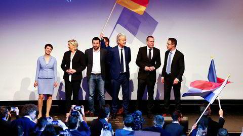 Ledere for en rekke høyrepolitiske partier møtes under en konferanse i Tyskland i januar. Fra venstre: Tyske AfDs leder Frauke Petry, partilederen i franske Nasjonal Front, Marine Le Pen, Italienske Lega Nord-leder Matteo Salvini, det nederlandske frihetspartiet PVV s leder Geert Wilders, Harald Vilimsky fra Østerrikes Frihetsparti (FPÖ) og Marcus Pretzell fra den europeiske samarbeidsorganisasjonen for høyreradikale partier ENF.