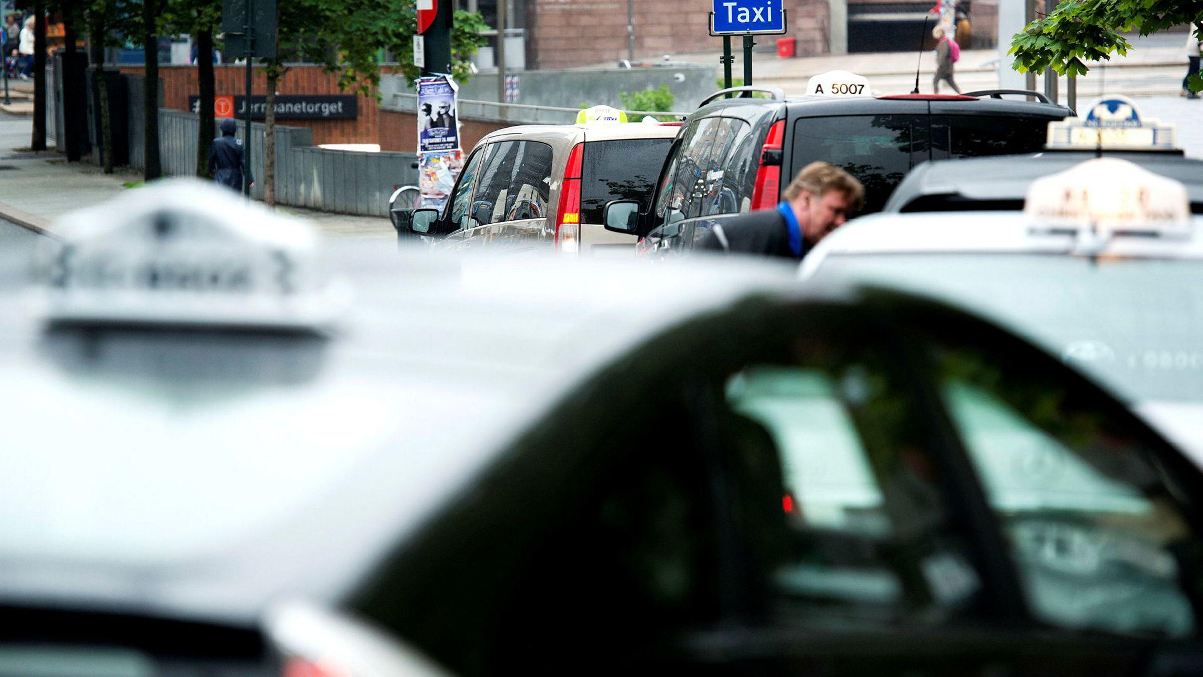 Etter 60 mil og 7,5 timer stakk mannen av fra drosjeregningen på 18.000 kroner.