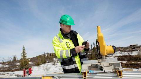 Lars Mamen i Fellesforbundet er regional verneombud for bygg i Buskerud. Her er han på tilsyn på hytteområdet på Høgvarde.