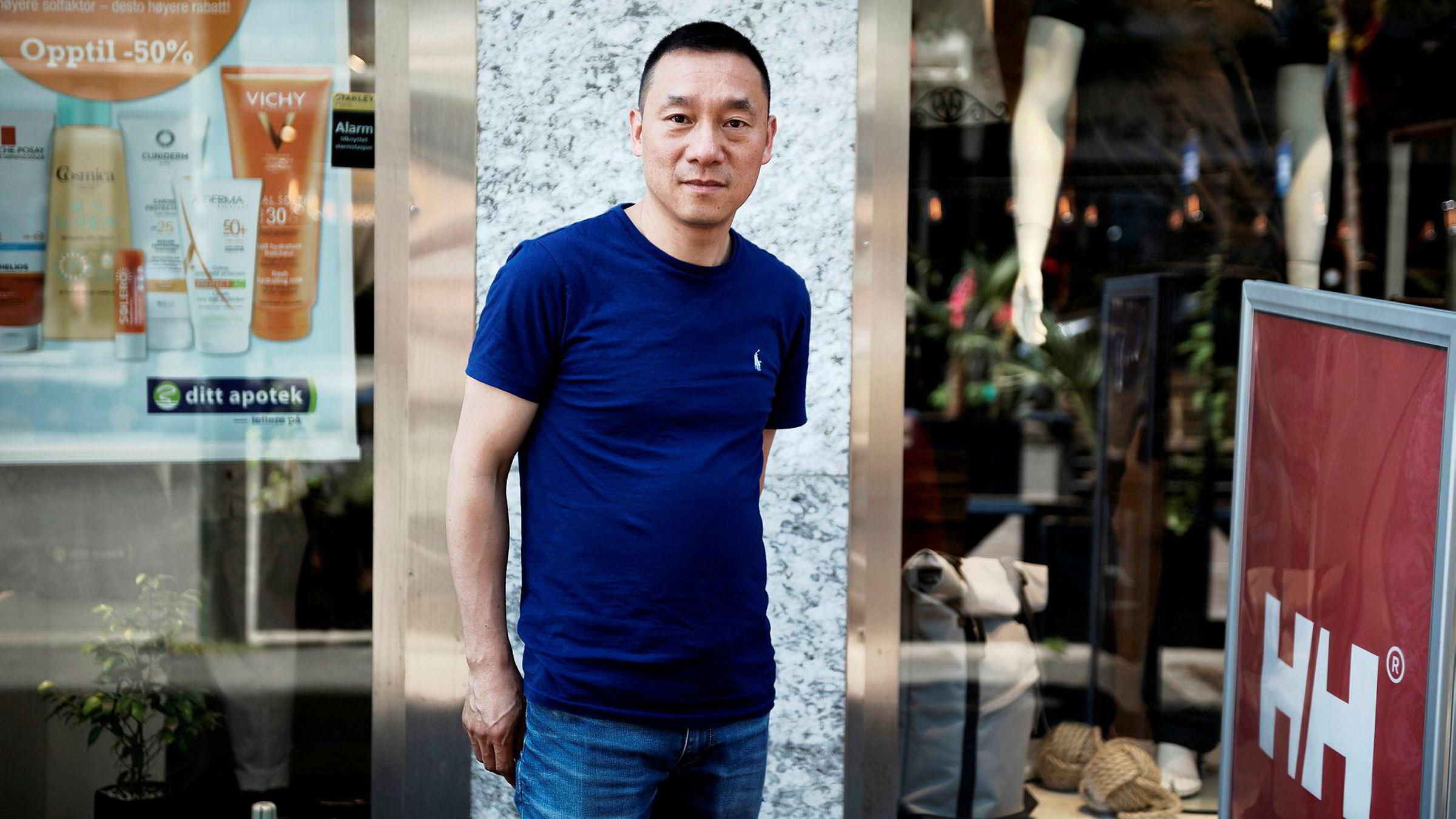 Yunlin Zhan eier både hotell i Oslo samt apoteker og butikker som i stor grad lever av kinesiske turister. Nå er han bekymret.