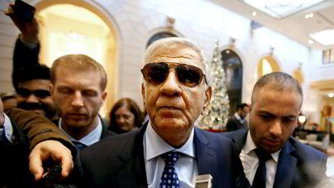 Iraks oljeminister Jabar Ali al-Luaibi ankommer et hotell i Wien i forkant av oljetoppmøtet i den østerrikske hovedstaden.