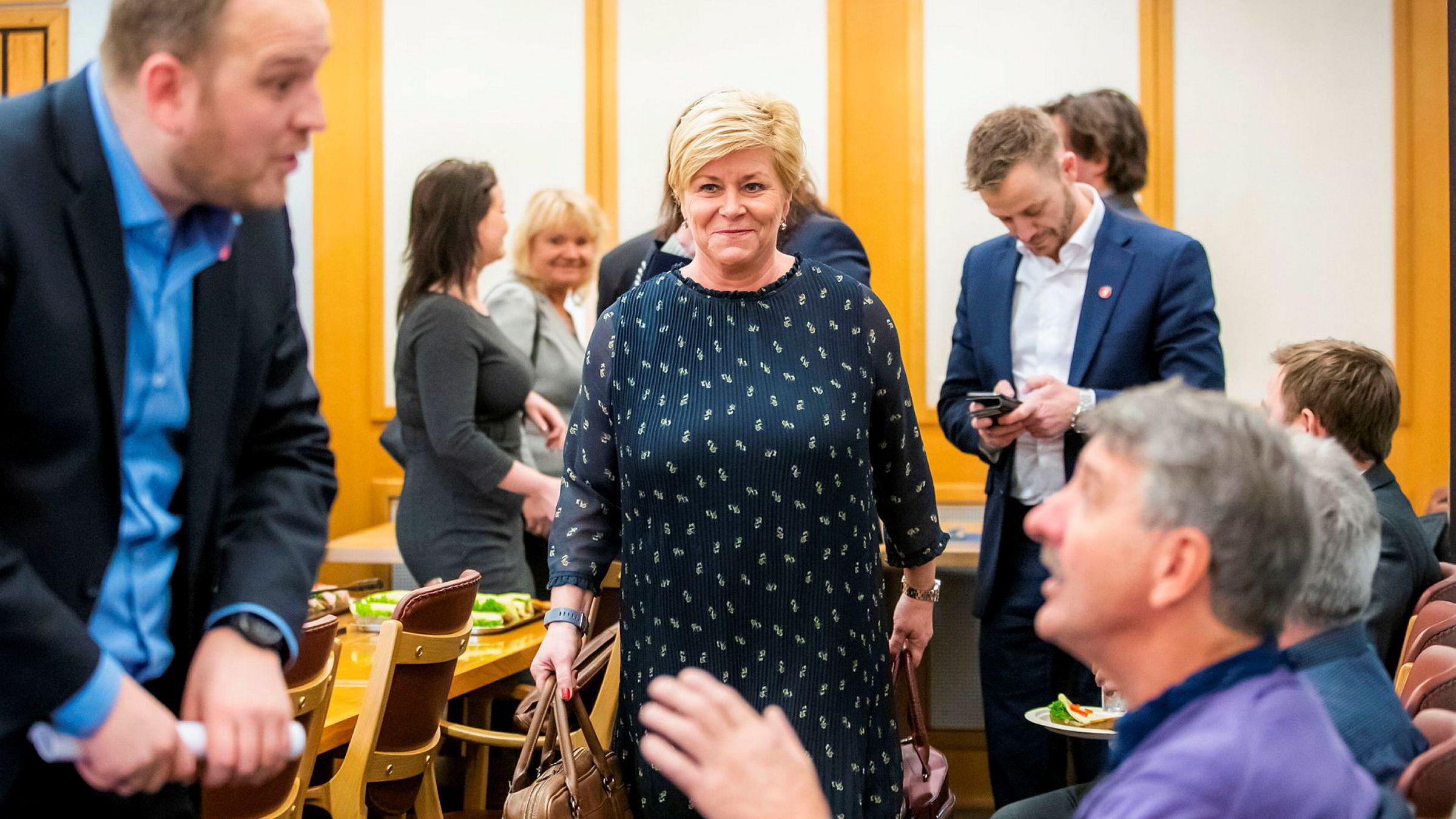 Frp-leder og finansminister Siv Jensen kalte regjeringsprosjektet grått og kjedelig etter partiets gruppemøte onsdag.