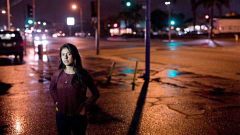 Litzy (17) er dokumentløs. Tusenvis av udokumenterte innvandrere lever nå i skjul i frykt for at immigrasjonsmyndighetene skal banke på døren.