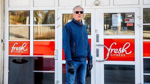 Gårdeier Bernt Sørlie, her foran Fresh Fitness i Fredrikstad sentrum, mener Sats misbruker sin makt under korona-krisen.
