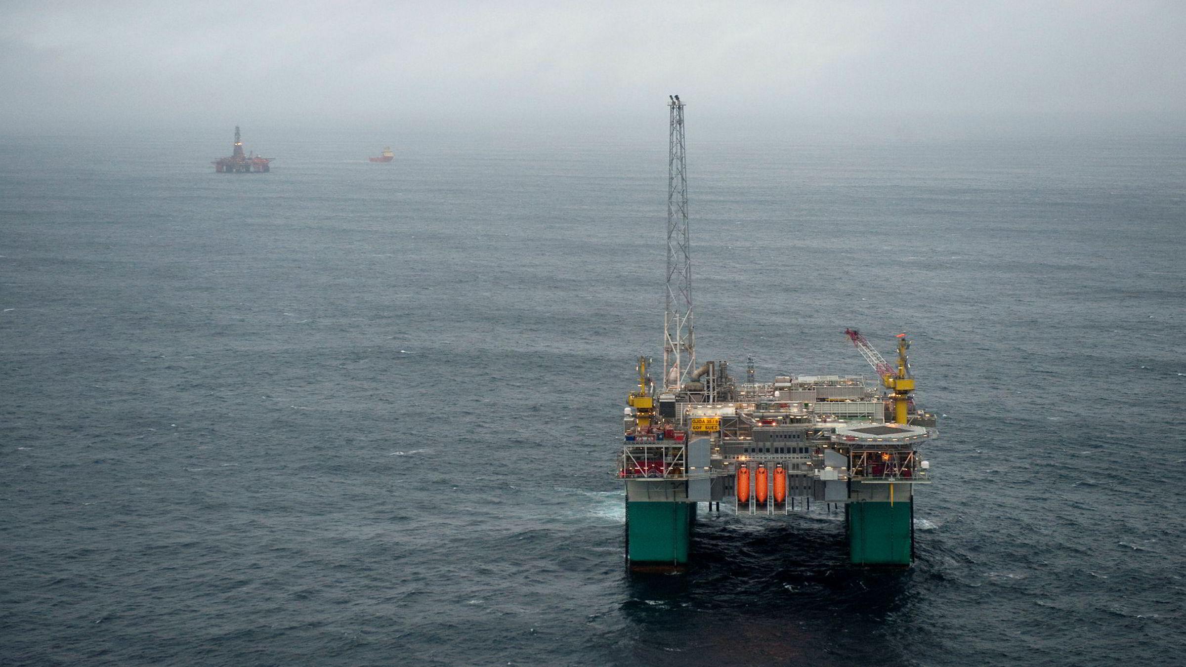 Oljeselskapene bruker mer penger på leting enn ventet.
