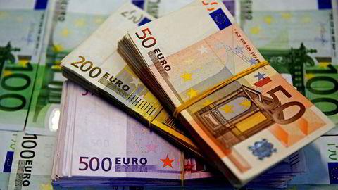 Hvem har noen gang sett en 500 euro seddel? Bare i 2014 økte mengden sedler og mynt i euro med 600 milliarder kroner, skriver innleggsforfatteren.