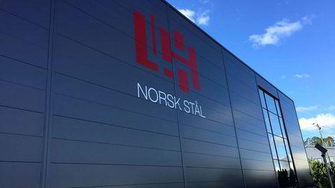 Den anonyme investoren Leif Hübert omsetter for nær to milliarder kroner i Norsk Stål. Men resultatene lar foreløpig vente på seg.