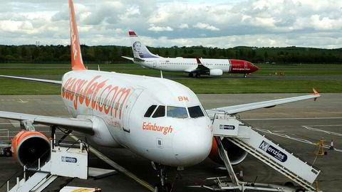 Easyjet skal fore Norwegian med kunder på langdistanseruter.
