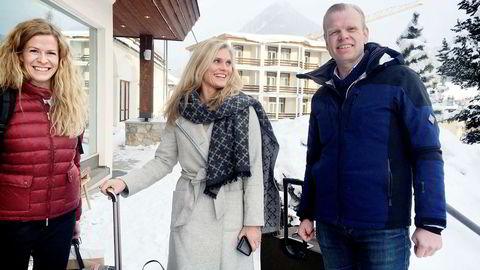 Yara-toppene ankom mandag Davos med digre kofferter fullstappet av colombiansk kaffe. Fra venstre styremedlem Kjersti Aas, kommunikasjonssjef Kristin Nordal og toppsjef Svein Tore Holsether.
