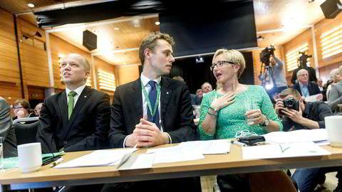 På et ekstraordinært landsmøte i 2014 trakk Liv Signe Navarsete seg som partileder. Hun ville at Ola Borten Moe (i midten) skulle forsvinne ut av partiledelsen samtidig. Men han rykket opp som første nestleder. Trygve Slagsvold Vedum ble ny leder.