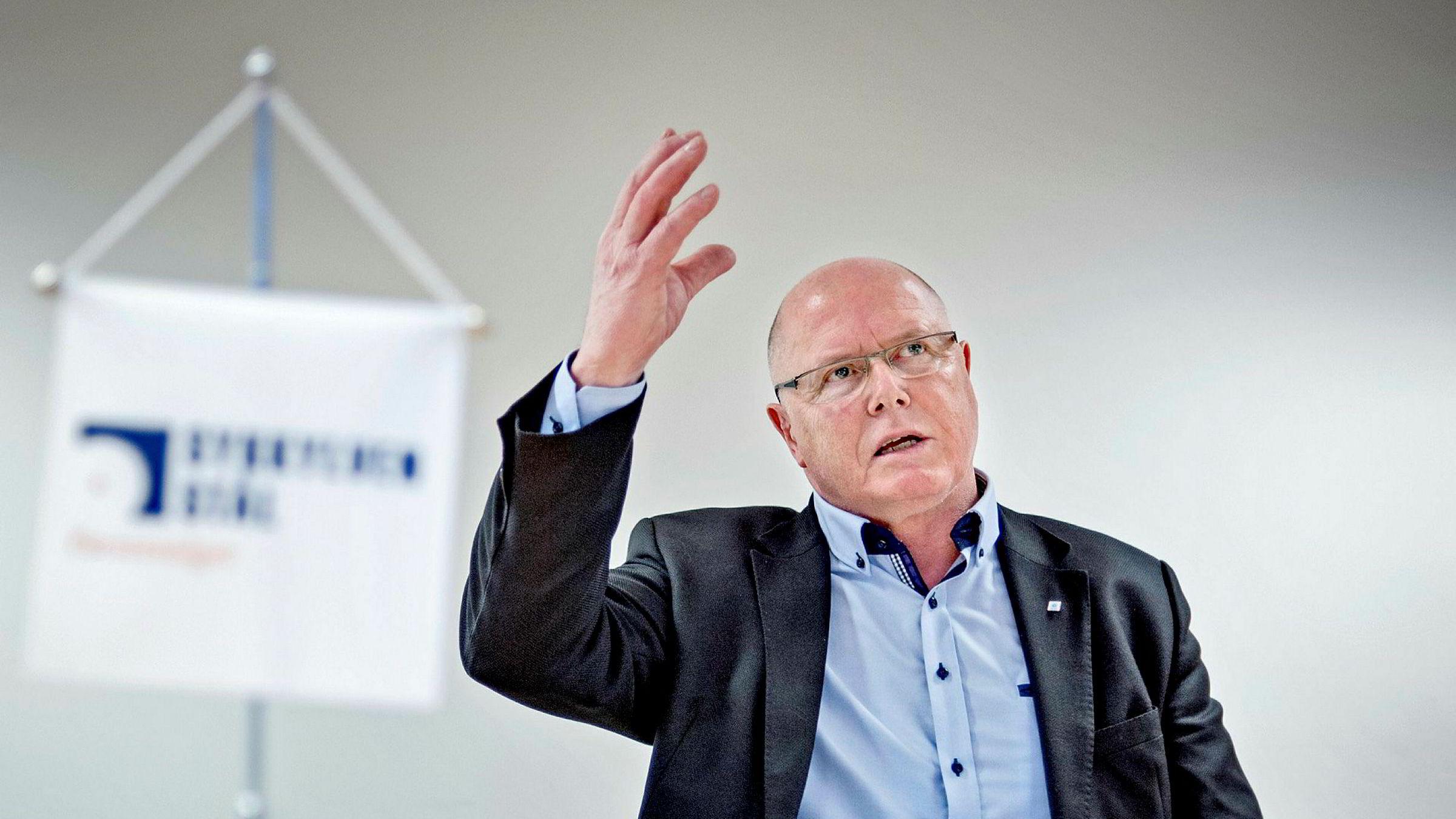 – Det er et paradoks at endringer for privat sektor ofte kommer gradvis. I offentlig sektor skjer ting gjerne over natten, sier Karl-Inge Rekdal, leder for NHOs utvalg for små og mellomstore bedrifter.