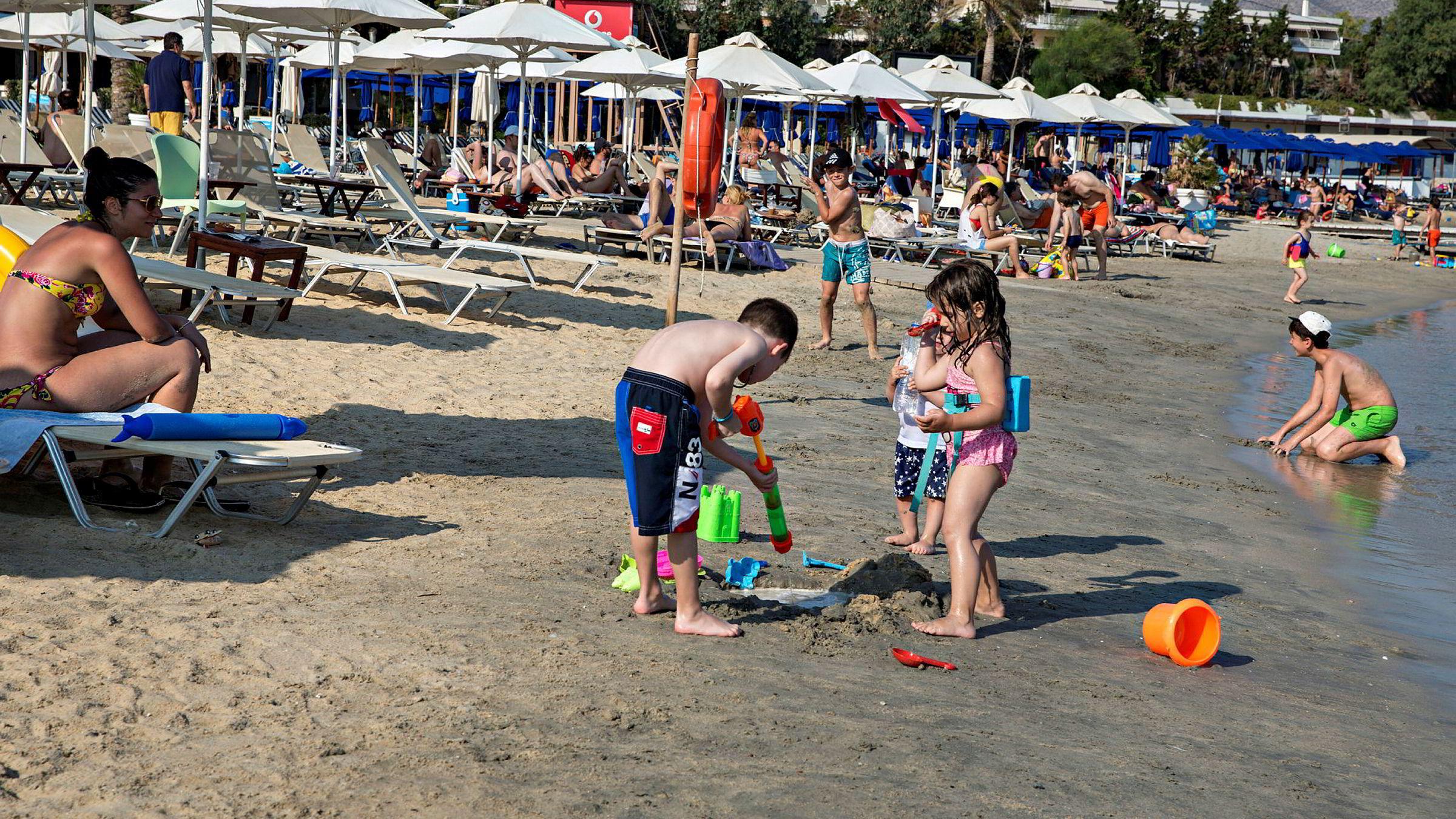 Presset fra hardt rammede reiselivsnæringer om åpning av grenser stiger daglig. Her fra Lagonisa, Hellas.