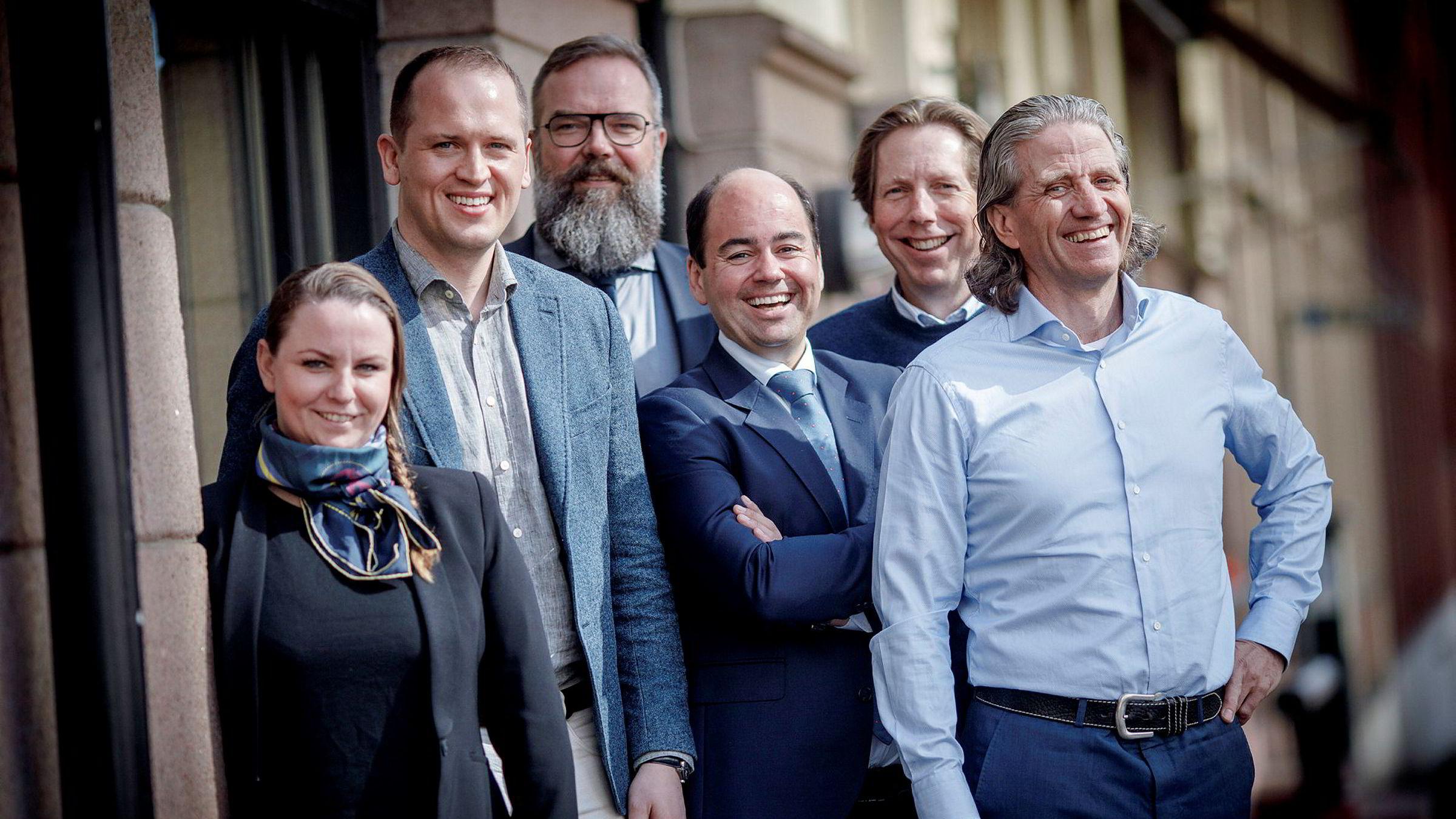 Dentsu Aegis kjøper Red-gruppen. Fra venstre, konsernsjef Maria Aas-Eng i Red, Magnus Strømnes Bøe, Red Performance, Paal Fure, administrerende direktør Dentsu Aegis Network Norway, Fredrik Taranger, finansdirektør Dentsu Aegis Network Norway, Christian Espeseth, Red Media og Nils Røang i Red gruppen.