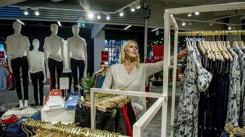 Butikksjef Irina Stubberud i Days Like This på Stovner Senter merker at butikken tiltrekker seg flere yngre kunder nå enn da den het Vivikes.