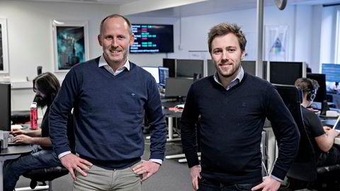 Administrerende direktør Anders Lassen (32) (til høyre) hadde deltidsjobb i Falanx fra han var 18 år. Nå har selskapet hans hentet inn 100 millioner kroner fra blant andre Johan Gjesdahl, partner i Alliance Venture, og har selv ansatt folk ned til 15 år som jobber ved siden av skolen.