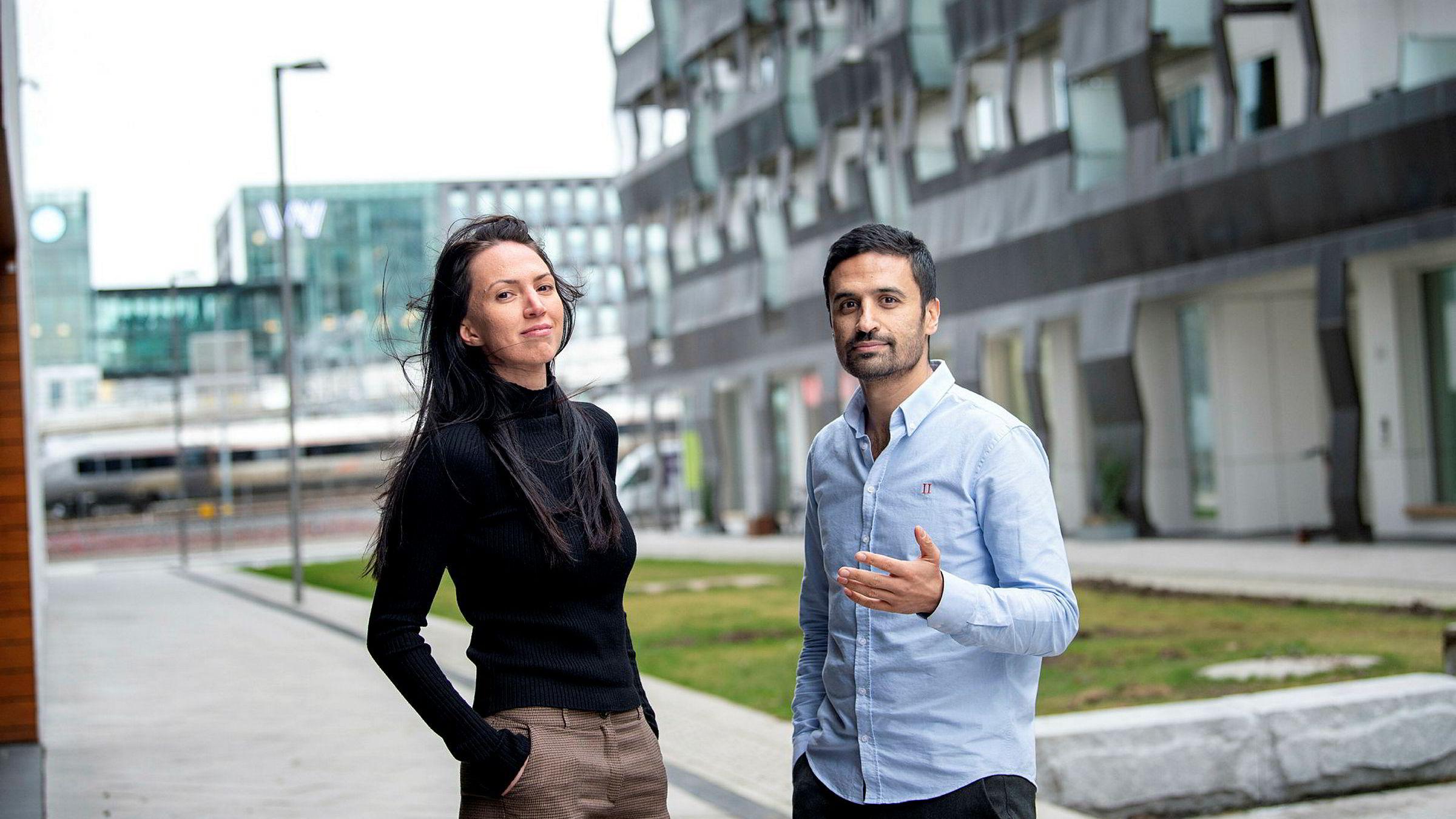 Porteføljeforvaltere Alina Dobrica og Shakeb Syed i avdelingen taktisk allokering i DNB Asset Management forvalter 40 milliarder kroner for nordmenn og institusjonelle kunder.