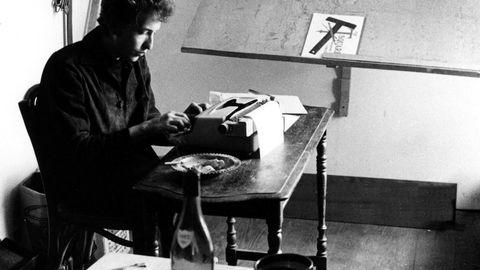 Den motvillige nobelprismottakeren Bob Dylan og hans meget rike og referende tekstkorpus er nå blitt gjenstand for en vanvittig grundig og engasjert kartlegging av professor Gisle Selnes.