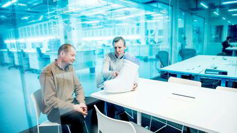 Iacob Mathiesen, gründer (til venstre) og Andreas Mollatt, administrerende direktør, fra selskapet Otivio som produserer «FlowOx», en støvel som gir økt blodsirkulasjon i benet.