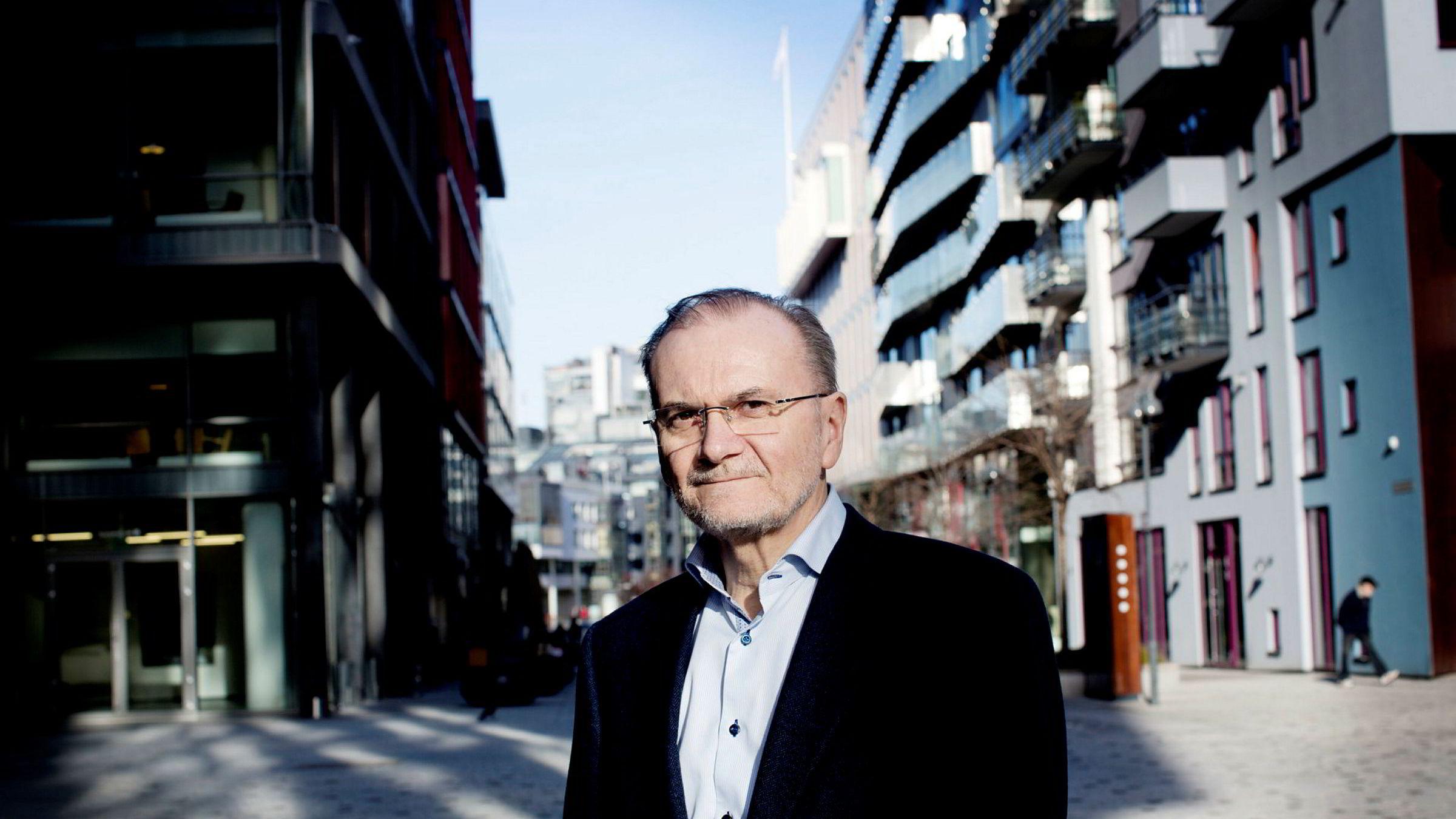 De som har brukt dyre og kortsiktige forbrukslån som egenkapital til boligkjøp, er i trøbbel dersom markedet bremser. Da kan det være grunn til å holde et øye på soliditeten i forbrukslånbankene, skriver Knut Anton Mork.