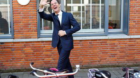 Statsminister Mark Rutte ligger an til å vinne valget i Nederland.