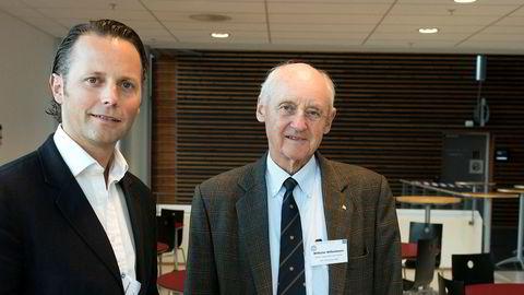 Dagens konsernsjef Thomas Wilhelmsen og hans far Wilhelm Wilhelmsen avbildet på BIs styrekonferanse i 2016.
