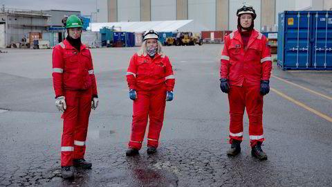 Betine S. Reigstad (21 fra venstre), Kamilla Espeland (20) og Andreas Weberg (21) er alle på sitt tredje år ved Kværners verft på Stord. Det er stille om dagen. – Folk tør ikke helt å satse på leverandørindustrien, sier Andreas Weberg.