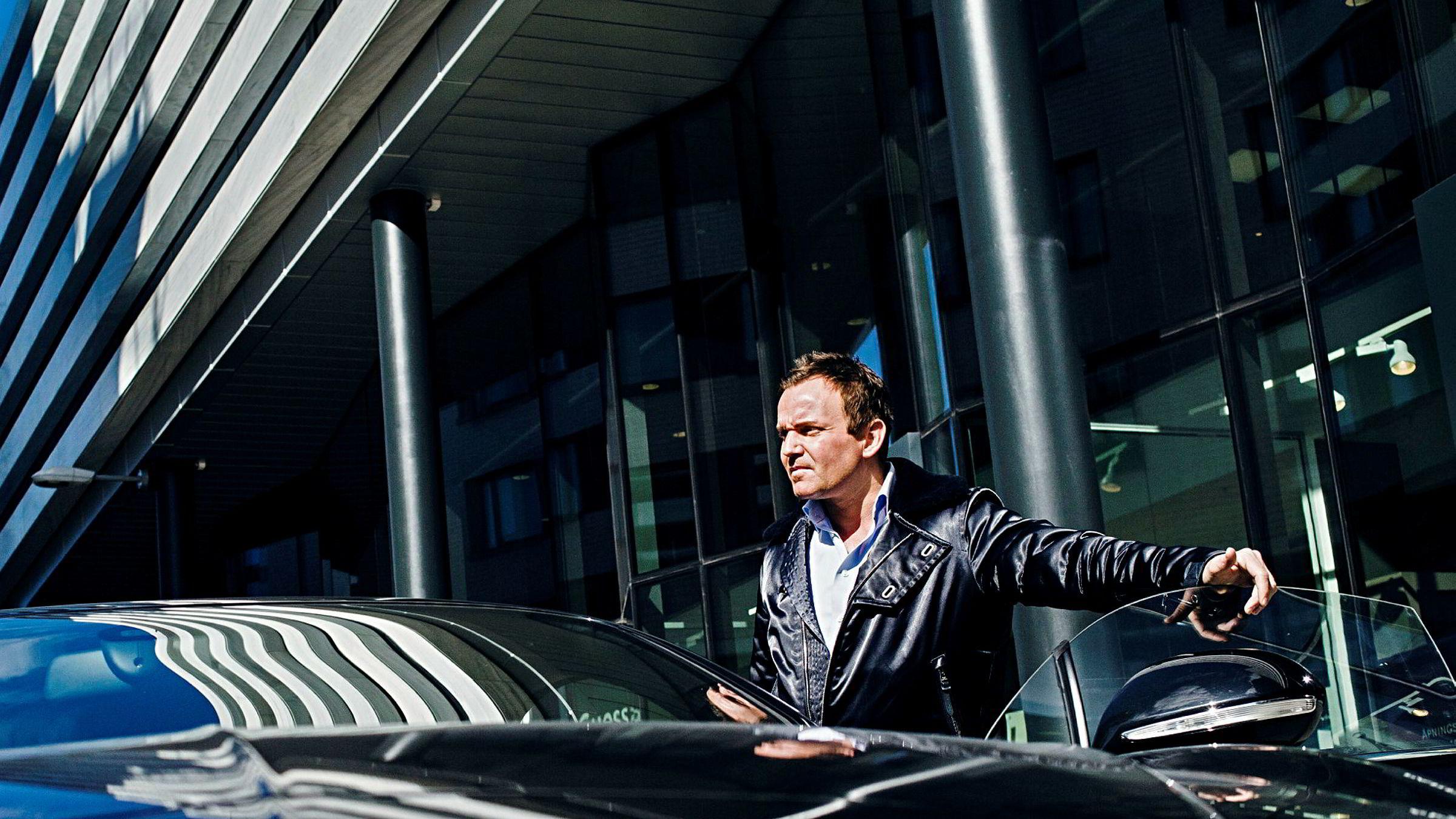 Dag Høili er hovedaksjonær i The Moon. Her med sin Bentley Continental GT.