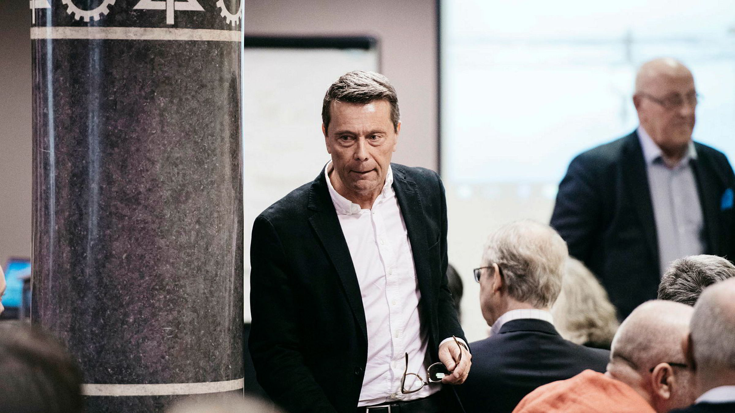 Mandag kl 15 startet den ekstraordinære generalforsamlingen i Mentor Medier der Tomas Brunegård er styreleder.