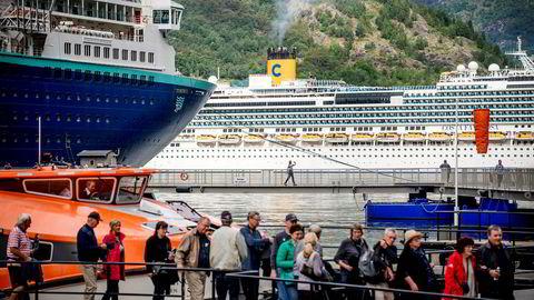 Stadig flere cruiseskip seiler mot norskekysten. Veksten i antall passasjerer blir trolig på rundt 20 prosent fra rekordsesongen i fjor. Bildet er fra Geiranger sommeren 2018.