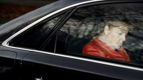 Mandag møtte forbundskansler Angela Merkel president Frank-Walter Steinmeier etter at regjeringsforhandlingene dagen før brøt sammen. Beskjeden fra presidenten var å gjøre et nytt forsøk på å stable på bena en flertallskoalisjon.