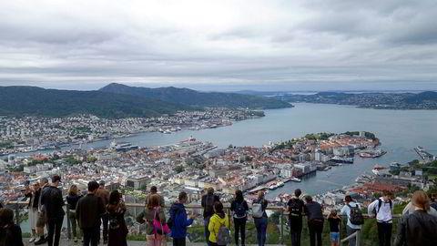 Bergen er Norges desidert største cruisehavn. Nå får ikke cruisepassasjerene komme i land.