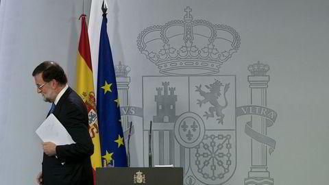 Spanias statsminister Mariano Rajoy etter pressekonferansen i Madrid. Resultatet i det katalanske valget ble ikke slik han hadde håpet. Foto: Paul White / AP / NTB scanpix