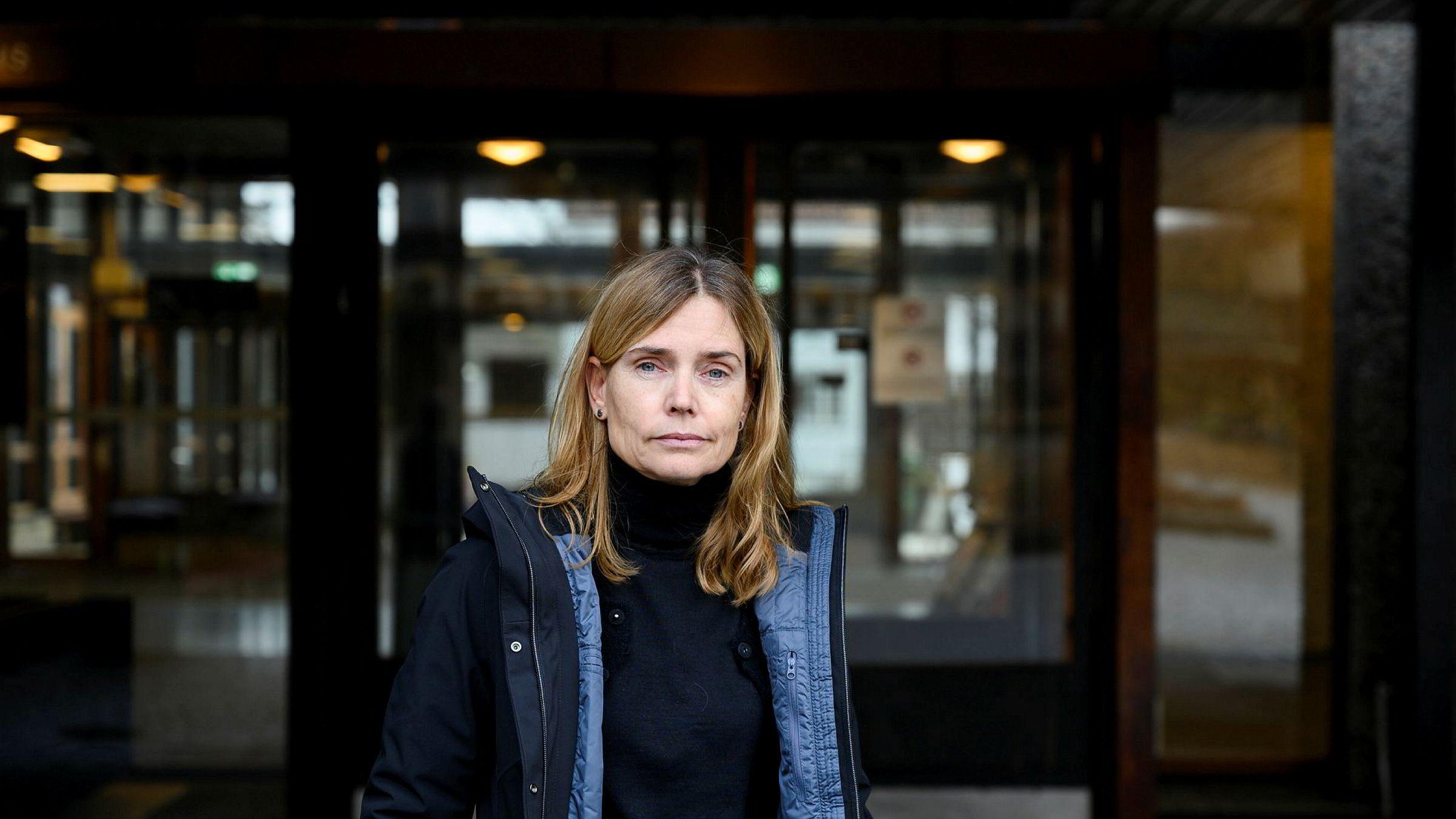 Karen Helene Ulltveit-Moe er kritisk til at regjeringen har innført smitteverntiltak uten faglig begrunnelse.